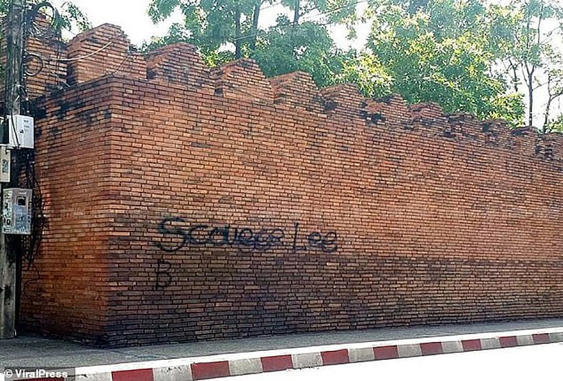 Two tourists' graffiti might end them up in a Chiang Mai jail | The Thaiger