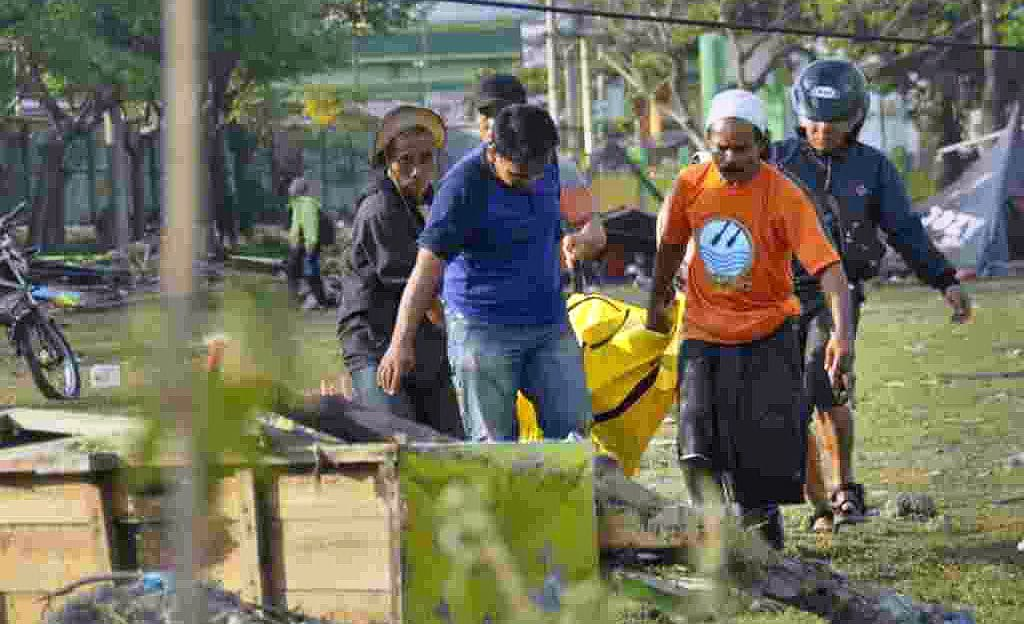 Thousands of children among survivors desperate for aid – Sulawesi | The Thaiger