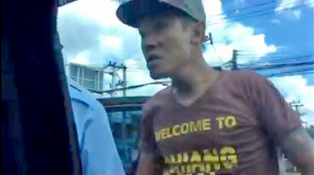 Violent tuk-tuk driver faces charges over incident at Chiang Mai airport – VIDEO | The Thaiger