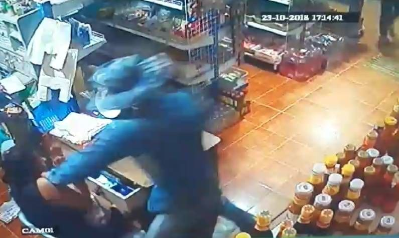 Police hunting for two men who robbed shop in Chalong | The Thaiger