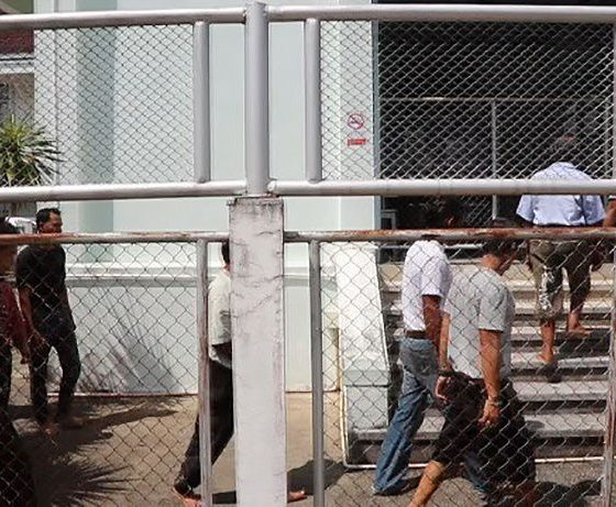 Phang Nga Court convicts 11 men over gang rape of 14 year old | The Thaiger