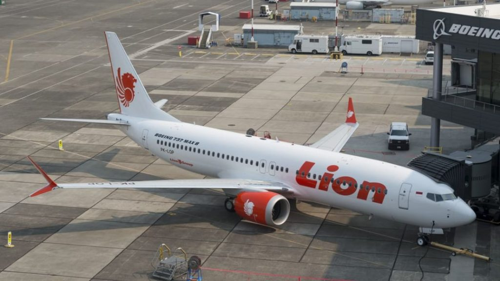 Lion Air flight JT 610 - body parts found, no plane located yet | News by The Thaiger