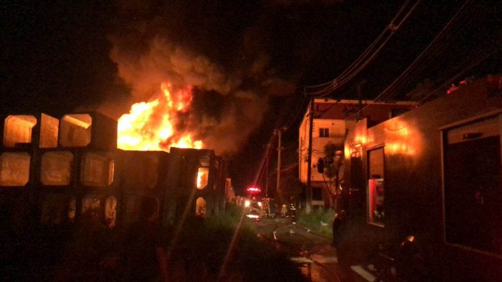 Fire destroys plastic water pipes in Rassada | News by The Thaiger