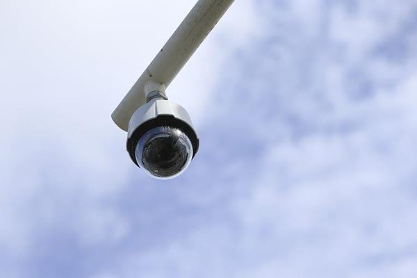 สภ.กะทู้จับมือ ทม.กะทู้ ยกระดับความปลอดภัยติดกล้องCCTVอีก20จุด | News by The Thaiger