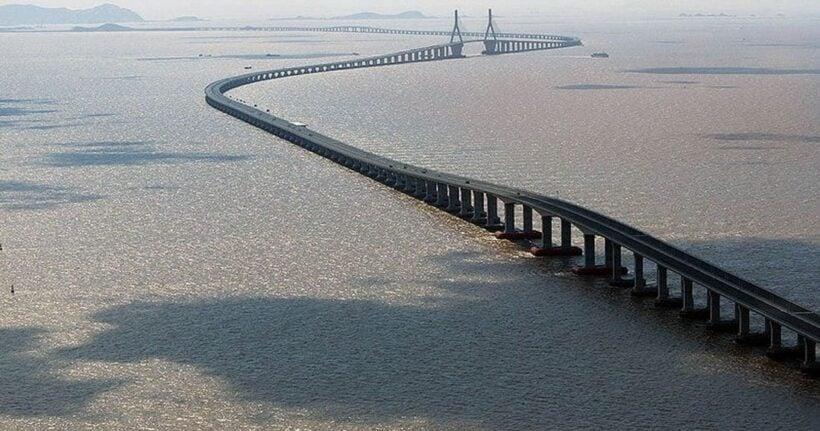 The Great Bridge of China – the world's longest sea-bridge opens   The Thaiger
