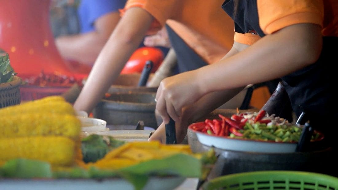 Vegetarian Festival price gouging arrives ahead of tomorrow's festival | The Thaiger