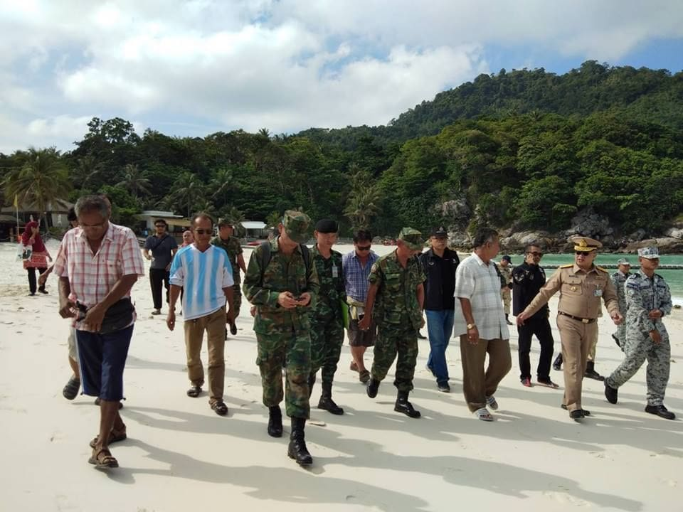 Officers inspect Koh Racha in public access complaint | News by The Thaiger
