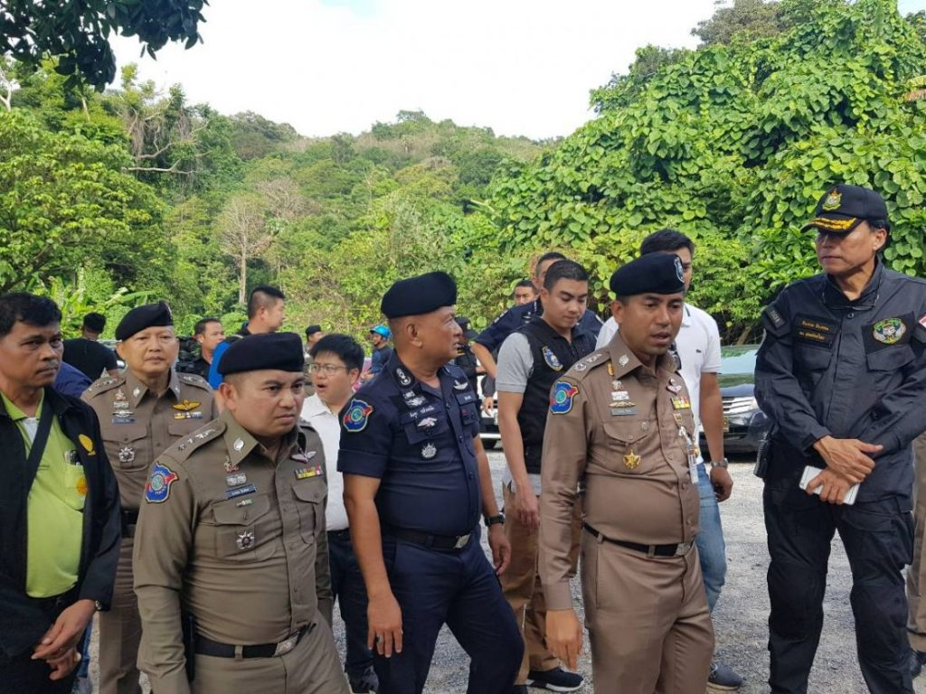 Tourist Police arrest Thais collecting beach entrance fees in Phuket | News by Thaiger