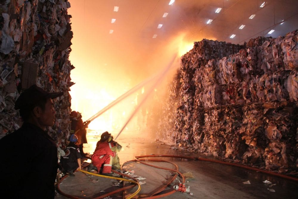 Three paper factory warehouses catch fire in Samut Prakan | The Thaiger