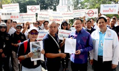 Local tour guides protest over illegal tour guides | The Thaiger