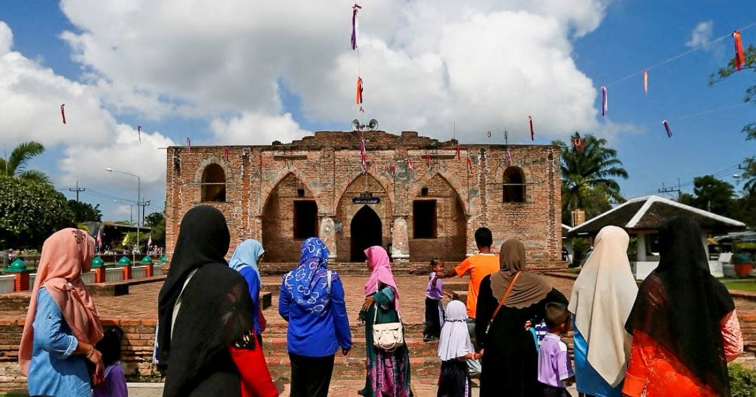 Pattani mosque still a popular pilgrimage for Malaysians | The Thaiger