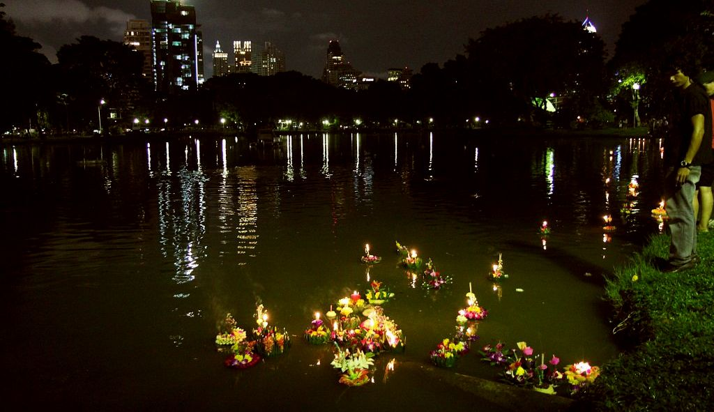 Young man drowns searching for coins in krathong floats | The Thaiger