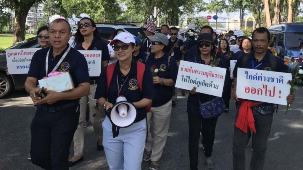 Local tour guides protest over illegal tour guides | News by Thaiger