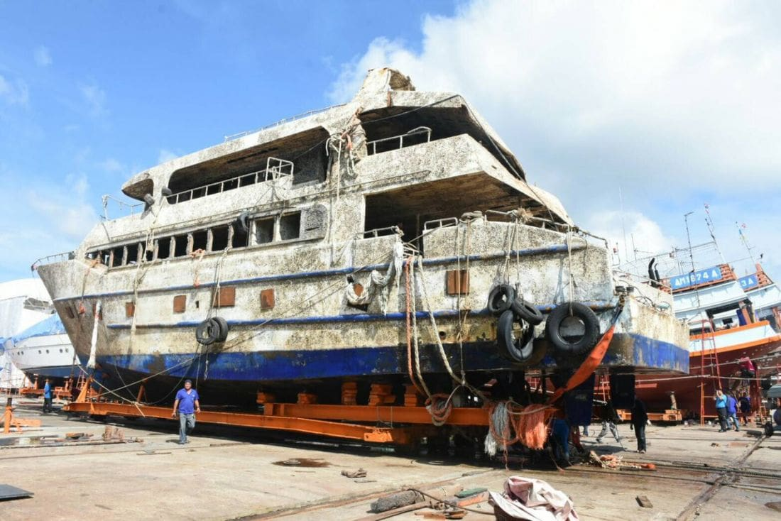 The Phoenix is now high and dry at Rassada shipyards | The Thaiger