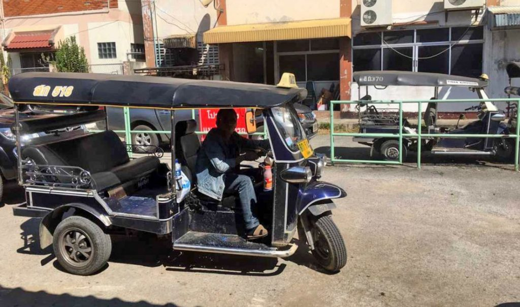 Grab and illegal tuk-tuks killing Chiang Mai rental company | News by The Thaiger