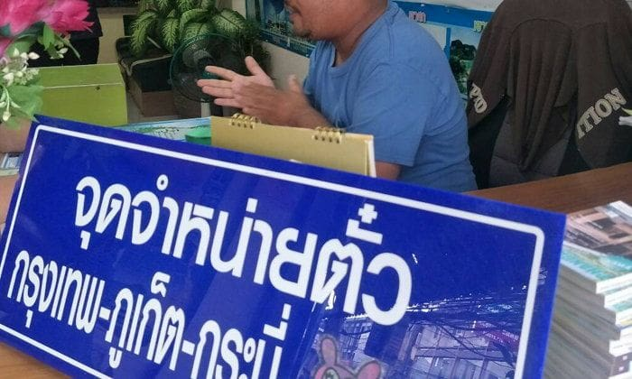 Tour company owner fined 2,000 baht for threatening taxi driver with sword | The Thaiger