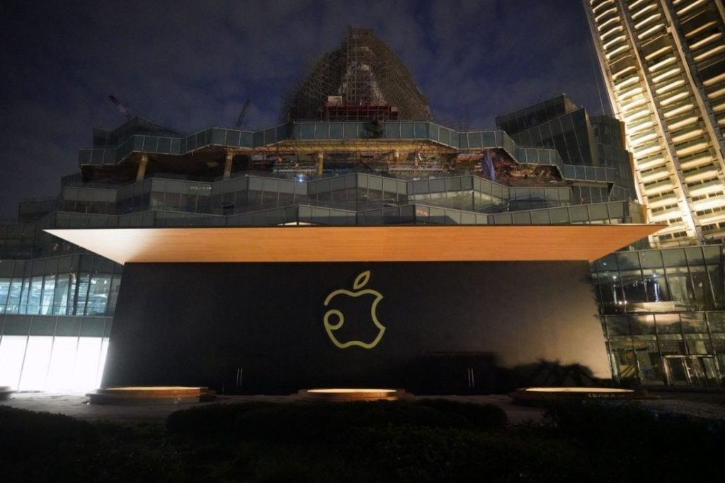 Thailand's first Apple store opens along the Chao Phraya at the new Iconsiam | News by The Thaiger