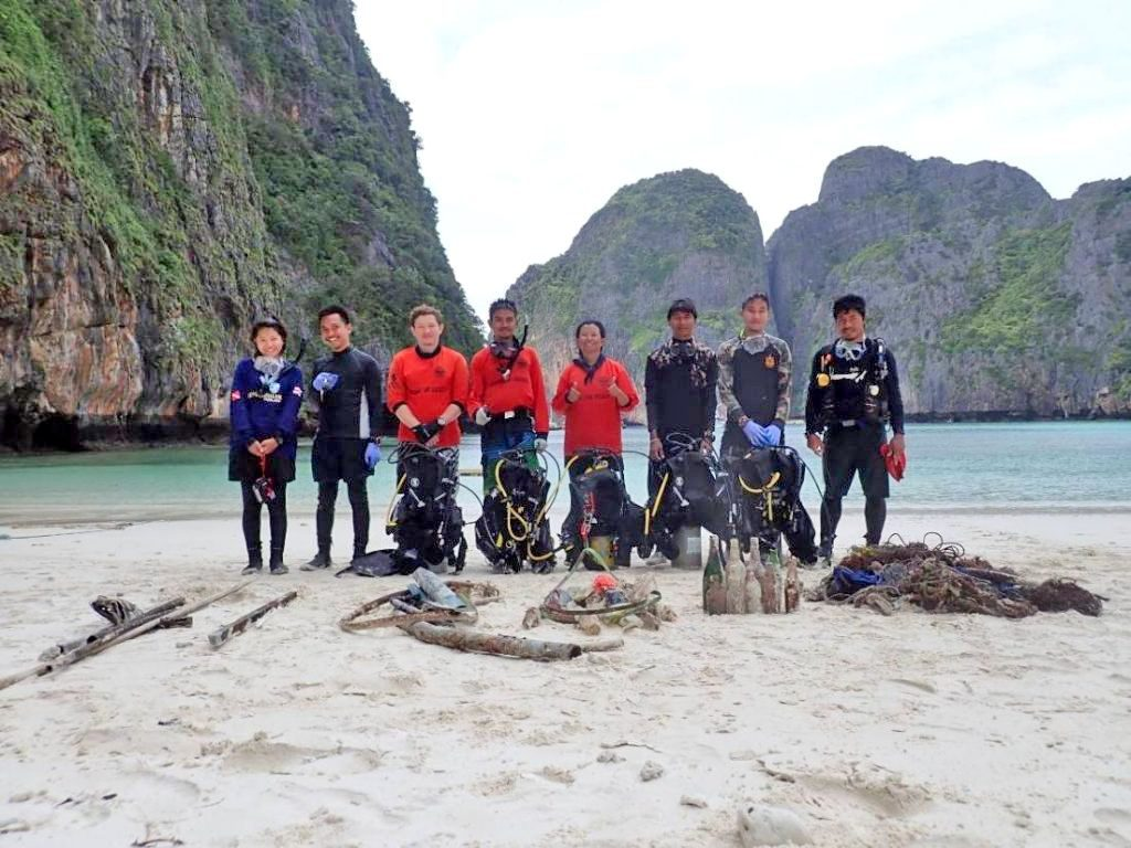 New red flags set up at Maya Bay to prevent tourist swimmers | News by Thaiger