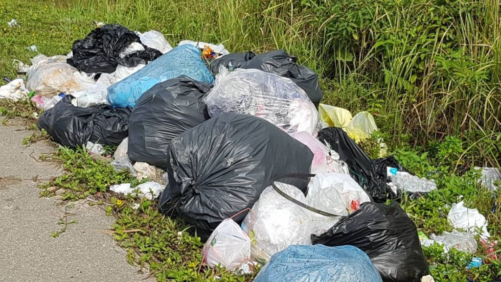 Restaurant accused of dumping garbage beside road in Krabi | News by The Thaiger