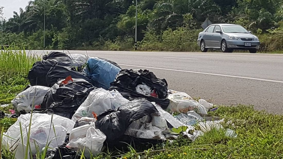 Restaurant accused of dumping garbage beside road in Krabi | The Thaiger