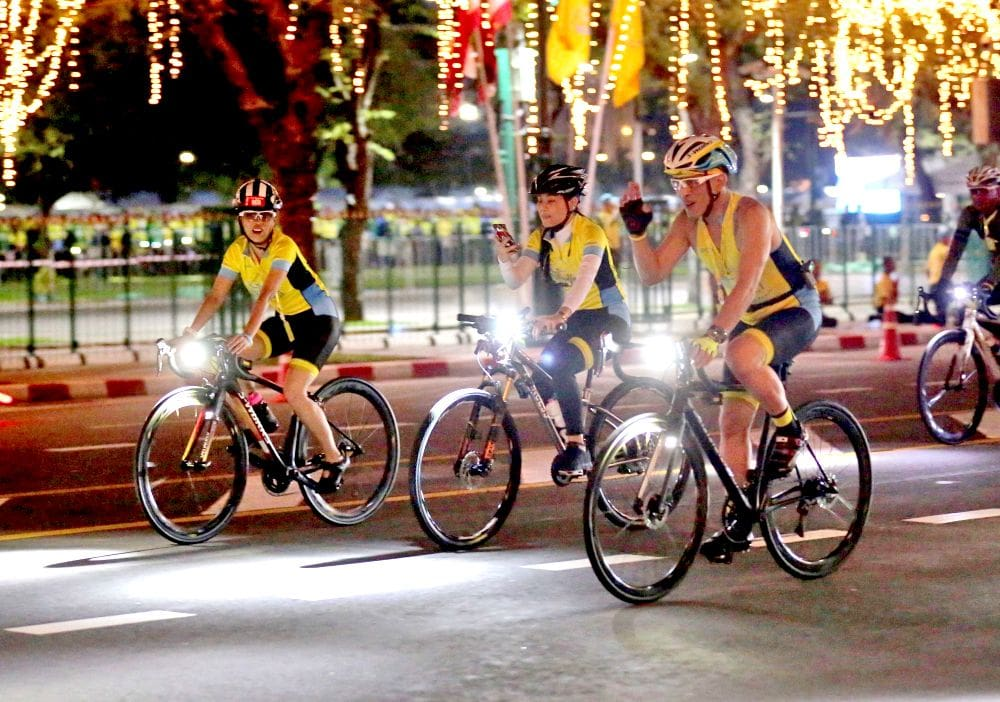 King leads the way in 'Bike for Love and Warmth' - PHOTOS | News by Thaiger