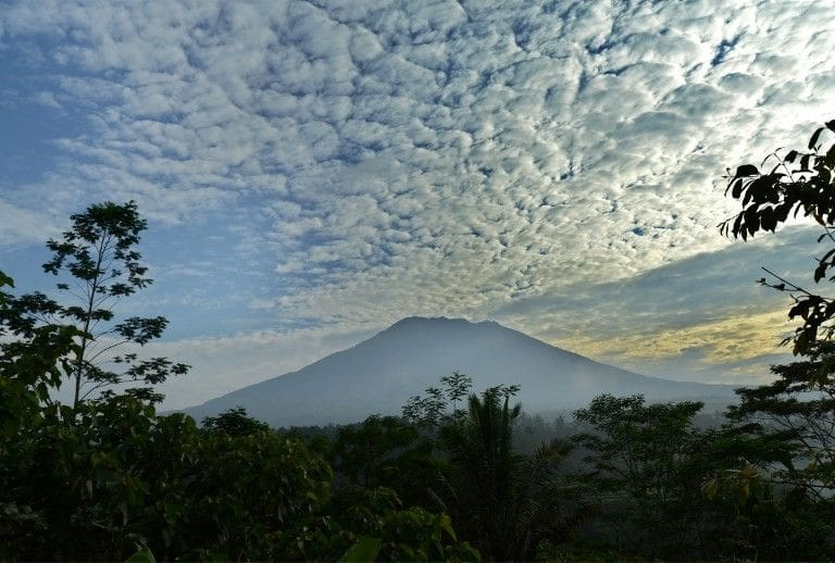 20 Indonesian volcanoes showing activity | The Thaiger
