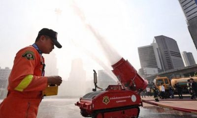 Water cannons brought out to add humidity as authorities struggle with BKK smog | The Thaiger