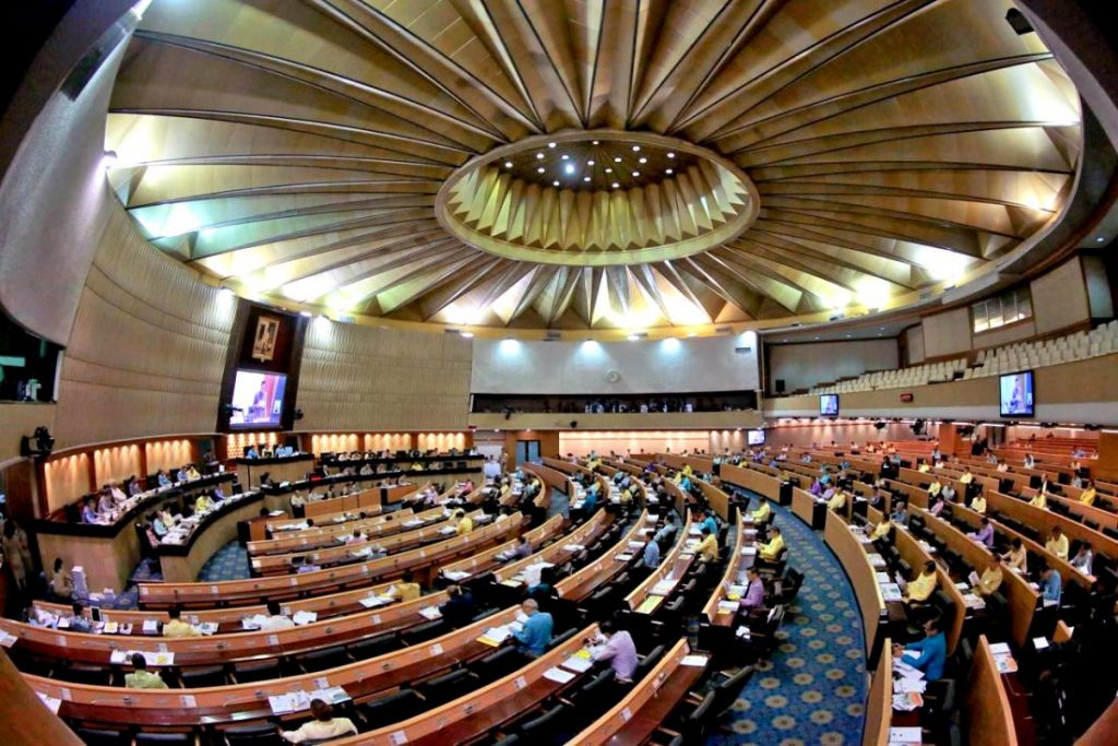 Foreigners will be allowed to serve as arbitrators - NLA votes | News by Thaiger
