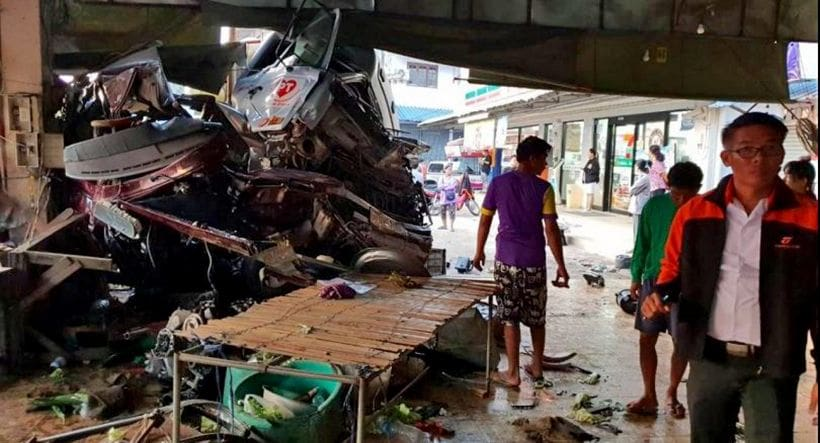 Truck ploughs into a Phitsanulok market killing one person | News by The Thaiger