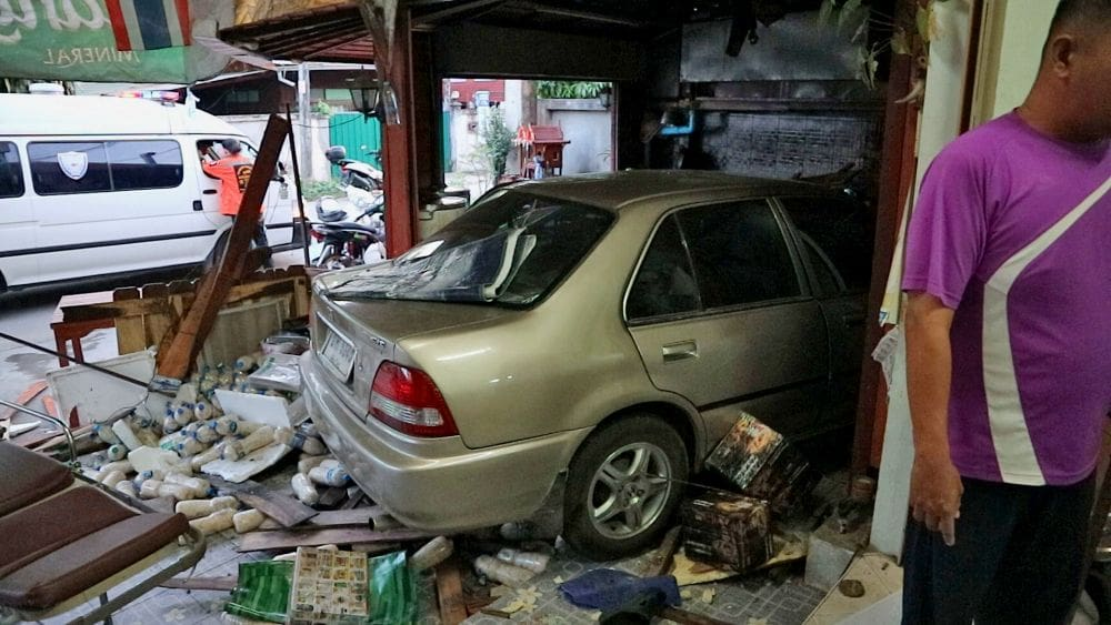Sedan careers into family food shop in Tak | News by Thaiger