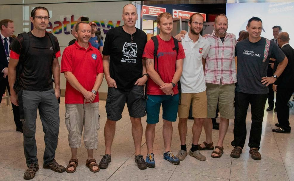 UK honours given to British divers for Thai cave rescue | The Thaiger