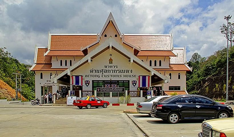 Happy ending for Malaysian tourist at Betong immigration | The Thaiger