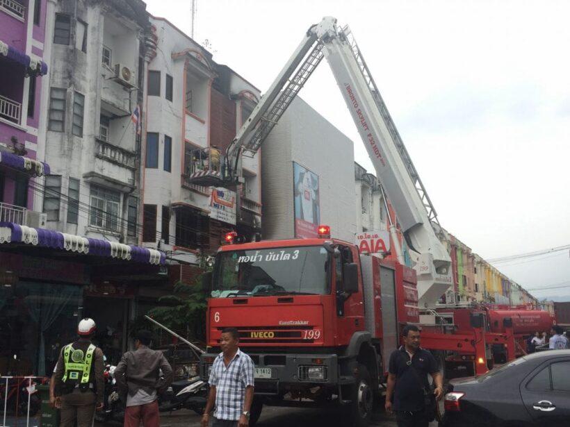 เพลิงไหม้ห้องเก็บเสื้อผ้าร้านปักผ้าชื่อดังกลางเมืองภูเก็ต เสียหายหลายแสนบาท | The Thaiger