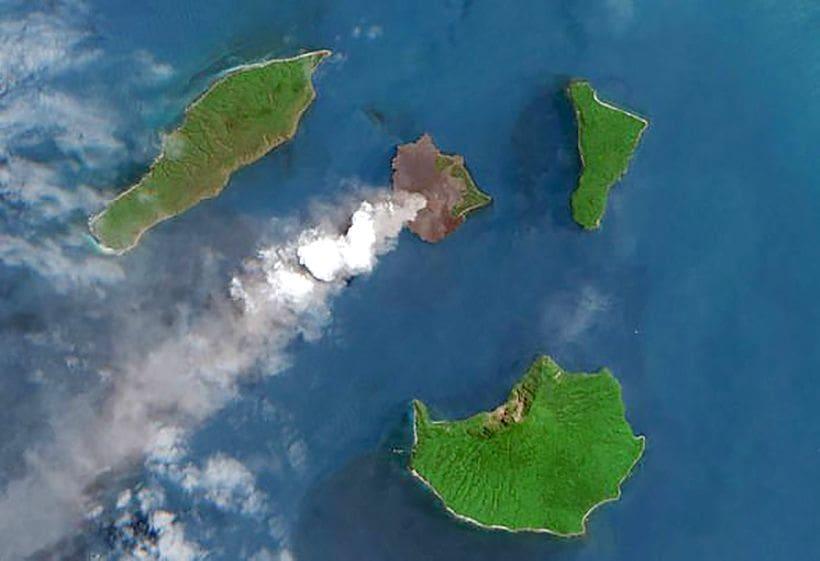 Anak Krakatoa loses 220 metres of height | The Thaiger