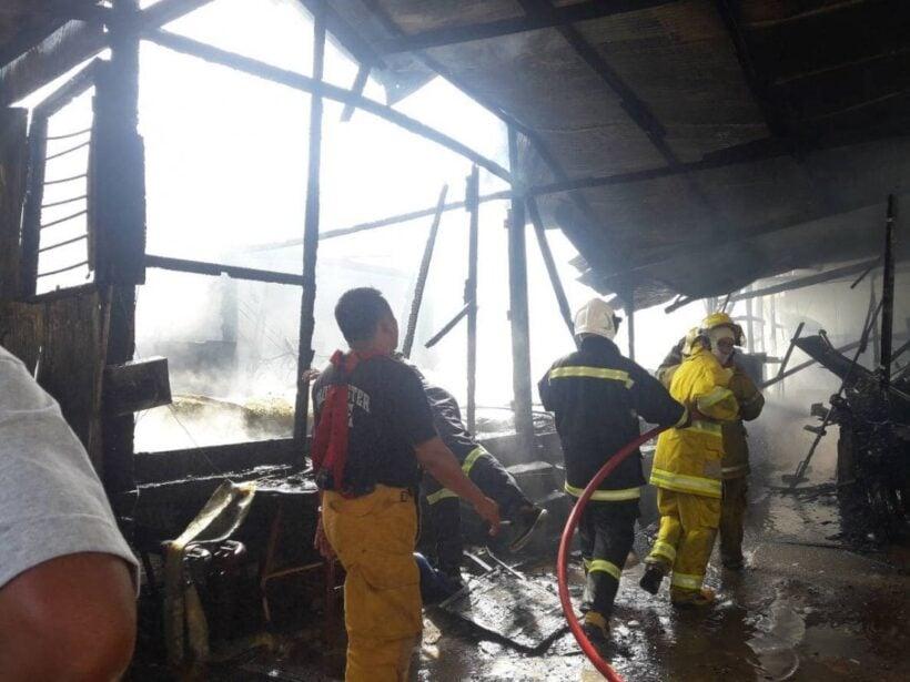 เพลิงไหม้ห้องพักคนงานก่อสร้าง พื้นที่ ต.วิชิต เสียหาย 300,000 บาท | The Thaiger