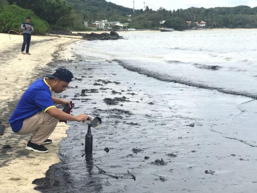 ตะลึง! น้ำมันสีดำลอยติดเกลื่อนชายหาดหน้าโรงแรมดัง อ่าวตั้งเข็น ต.วิชิต | The Thaiger