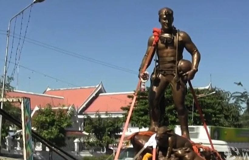 Saman Kunan's bronze statue arrives in Chiang Rai | The Thaiger