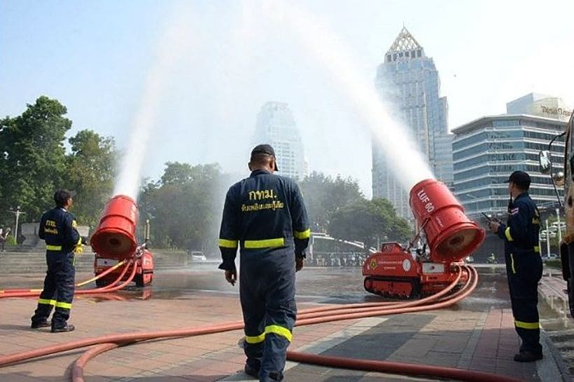 Water cannons brought out to add humidity as authorities struggle with BKK smog | News by Thaiger