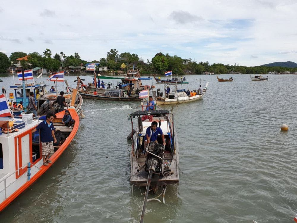 Tha Chin Canal gets a volunteer clean up | News by Thaiger