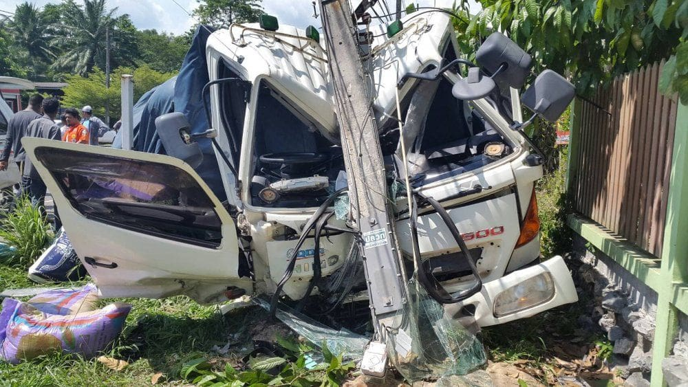 Road toll drops but still 60 deaths a day   The Thaiger