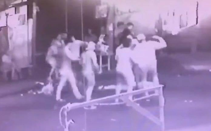 หนุ่มช่วยเพื่อนสาวถูกจับอวัยวะเพศกลางผับข้าวสาร โดนรุมกระทืบสาหัส เย็บ 50 เข็ม | The Thaiger