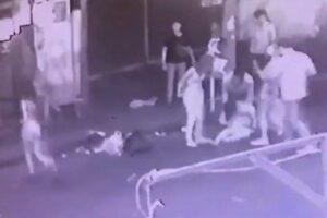 หนุ่มช่วยเพื่อนสาวถูกจับอวัยวะเพศกลางผับข้าวสาร โดนรุมกระทืบสาหัส เย็บ 50 เข็ม | News by The Thaiger