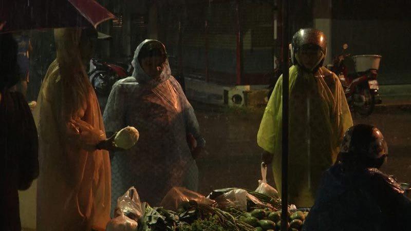 เกาะสมุย - เกาะพะงัน เริ่มวิกฤต อาหารขาดแคลน ด้านปากพนังเริ่มตุนของแล้ว   News by The Thaiger