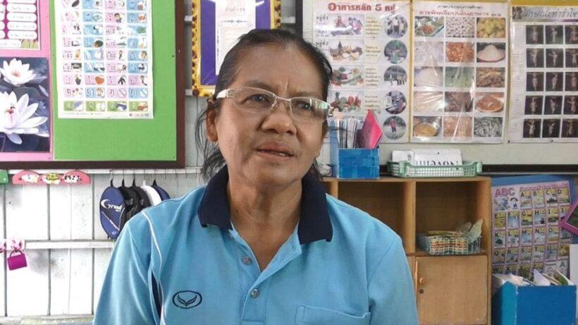 สองมือนี้ที่สร้างคน ครูวัยเกษียณ มุ่งมั่นสอนนักเรียนต่อ โดยไม่ขอรับค่าจ้าง | The Thaiger