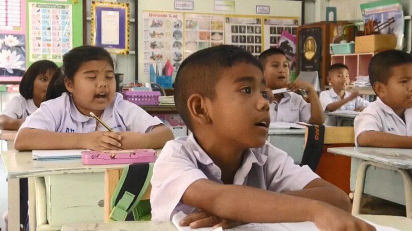 สองมือนี้ที่สร้างคน ครูวัยเกษียณ มุ่งมั่นสอนนักเรียนต่อ โดยไม่ขอรับค่าจ้าง | News by The Thaiger