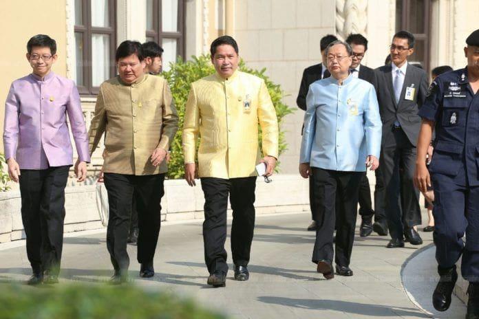 4 รัฐมนตรีพลังประชารัฐลาออกแล้ว ลั่น ต้องการสร้างบรรทัดฐานใหม่ | The Thaiger