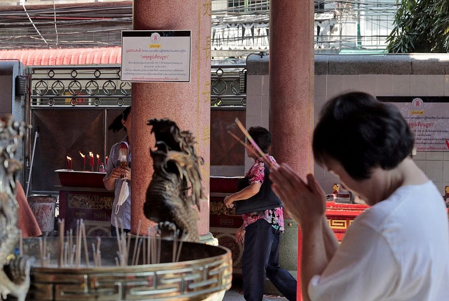 Authorities urge curbs on burning incense sticks for Chinese New Year | News by The Thaiger