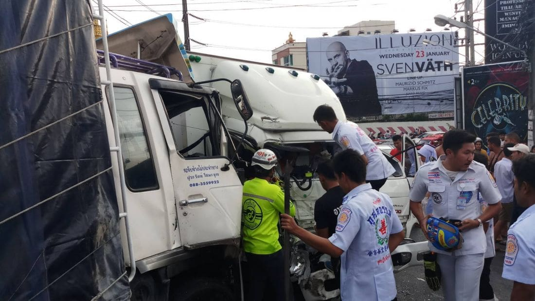 Truck crash on Patong Hill causes three hour traffic delays - VIDEO | News by The Thaiger