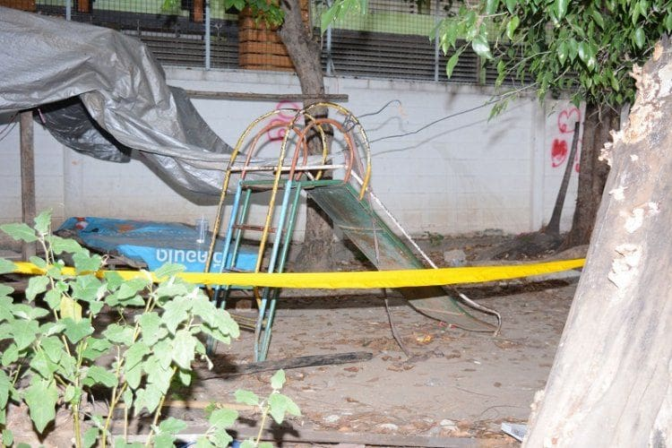 พ่อเลี้ยงพิรุธ อ้างลูกชาย 2 ขวบ ถูกศาลพระภูมิล้มทับดับ แต่ตำรวจไม่พบหลักฐานในที่เกิดเหตุ | News by The Thaiger