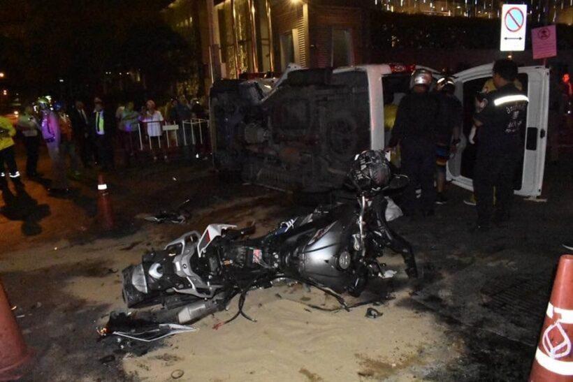 ชายต่างชาติซิ่งบิ๊กไบค์พุ่งชนรถตู้คว่ำ ตาย 2 ชาวญี่ปุ่นสาหัส 1   News by The Thaiger